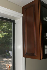 Kitchen cabinet abuts moulding